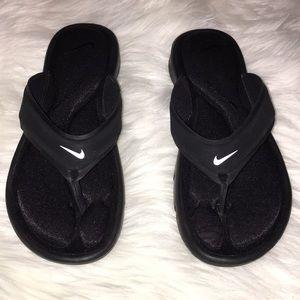 NEW NIKE Sandals